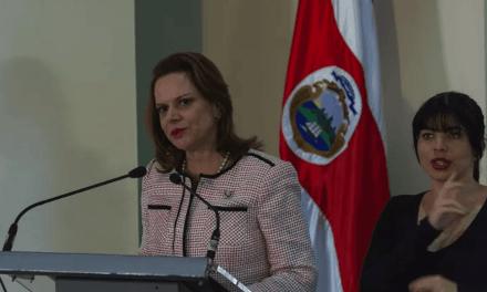 Vicepresidenta de Costa Rica detrás de histórico triunfo para comunidades LGBTI+ de su país y América Latina