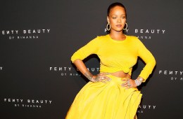 rihanna fenty beauty_oscar de la renta twin set