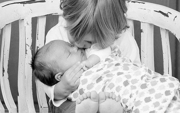Consejos de tienda de bebés online para evitar los celos del hermano mayor