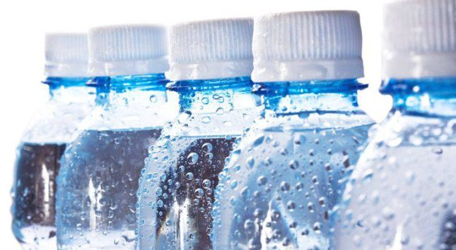 España produce 5.500 millones de litros de agua mineral cada año