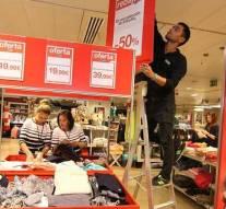 Comerciantes españoles se preparan para la temporada de rebajas y prevén aumentos en las ventas
