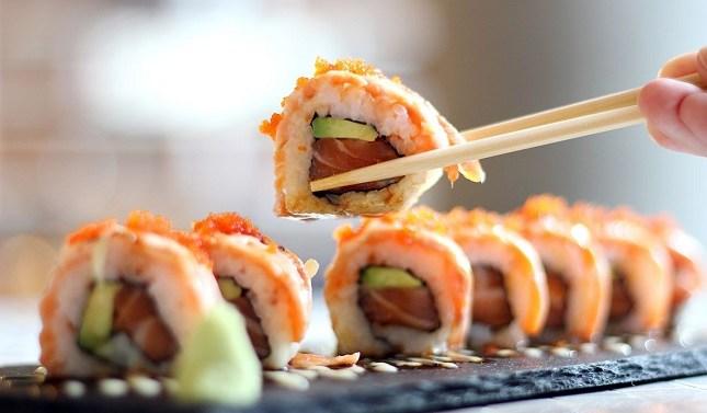Casi la mitad de los españoles come sushi todos los meses