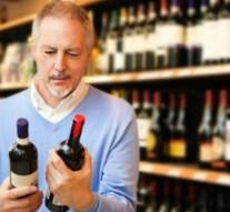 Los españoles preferimos comprar vino en el supermercado