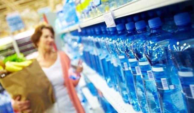 En España, el consumo de agua mineral se mantiene al alza