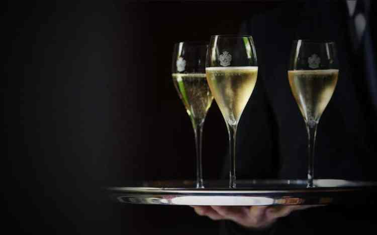 afterwork lyon, soirée originale lyon gastronomie, caviar et champagne beaumont des crayères, estate gallery, distrilux spécialiste caviar lyon