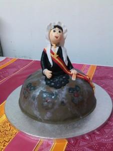 Tarta talla y modelada de Novia Alicantina, regalo para Neus Guardiola Moreno, en el día de su pedida como Fallera Mayor 2013 de la Falla Trinquete