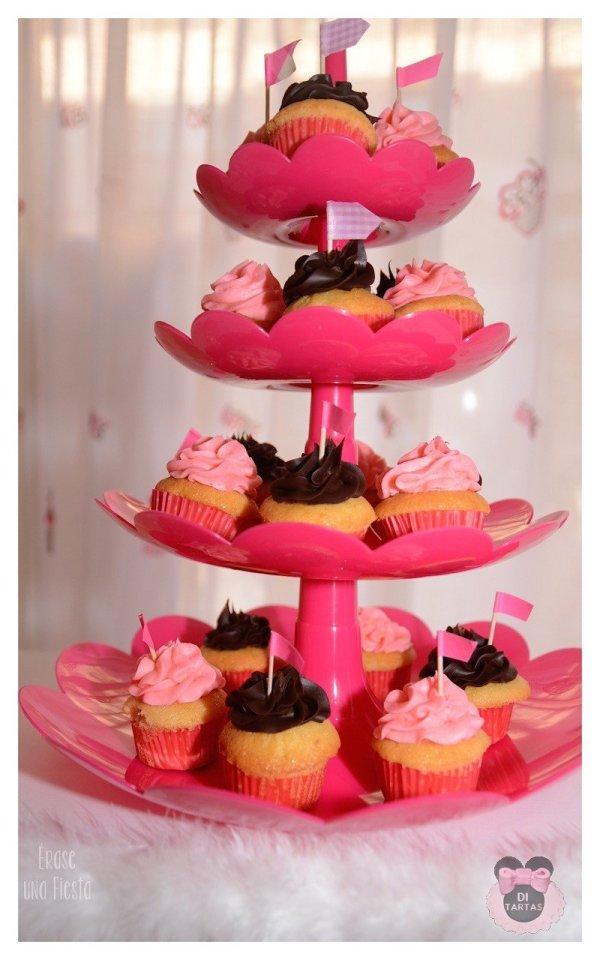Mesa dulce primera comunion niña rosa fucsia blanco y negro. En carro 6