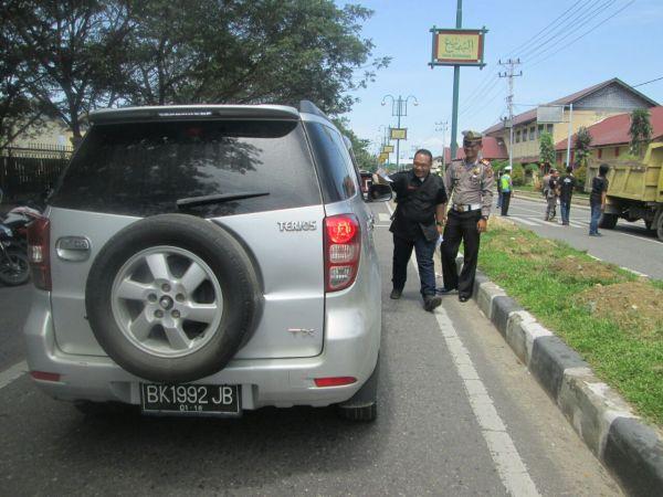 160604_acehtenggara_Pembagian-Brosur-Safety-Riding-di-Kampus-UGL_3
