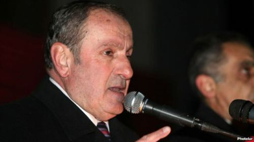 Armenia -- Opposition leader Levon Ter-Petrossian addresses a rally in Yerevan, 25Nov2011