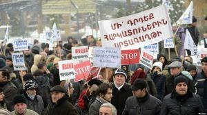 Armenia - Workers demonstrate against controversial pension reform, Yerevan,17Dec2013