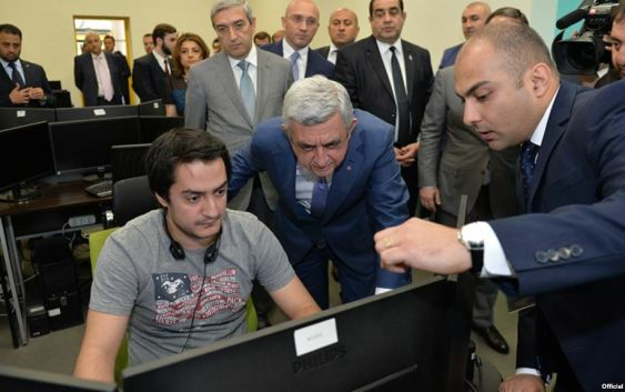 Armenia - President Serzh Sarkisian visits the offices of a new IT company in Yerevan, 17Jun2017.
