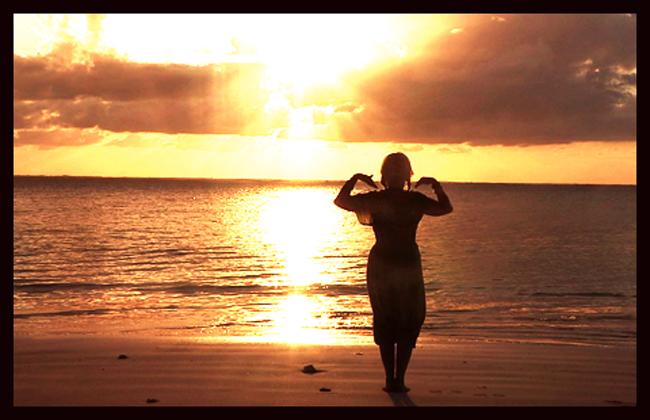 Her gjør jeg qigong på stranden på Zanzibar