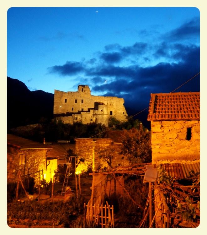 Casteveccio er romantisk i kveldslyset