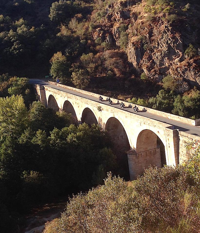 MC kjører bro