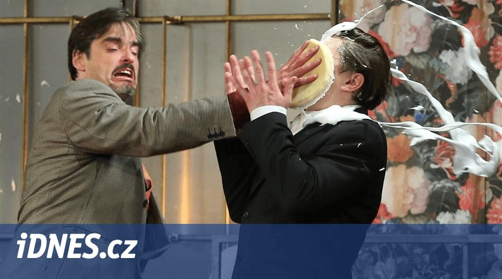 Divadlo Radka Brzobohatého - RECENZE: Řádí jako tajfun je prvoplánová fraška, která se docela povedla