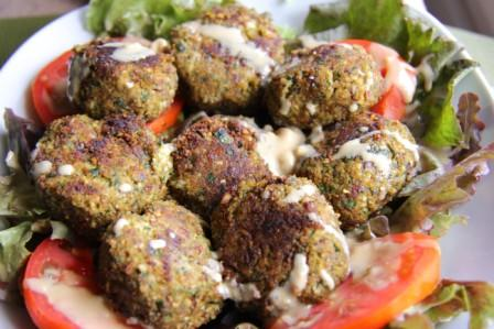 Almond meal pulp and zucchini falafels
