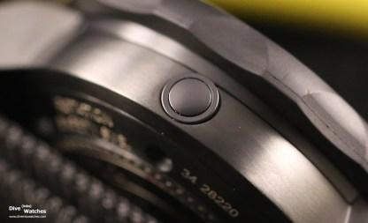 Close-Up: das seitlich ins Gehäuse integrierte Heliumventil der Force Recon GMT