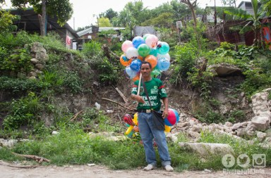 El andar de un globero, tradición que se niega a desaparecer
