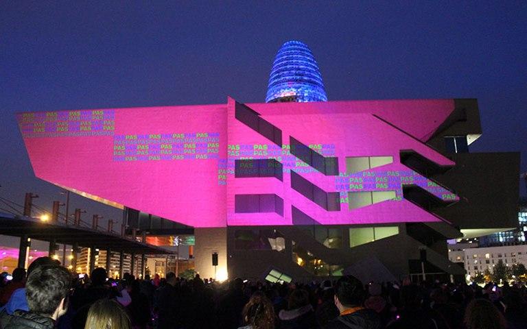 Barcelona se llena de color durante el Festival LLUM BCN
