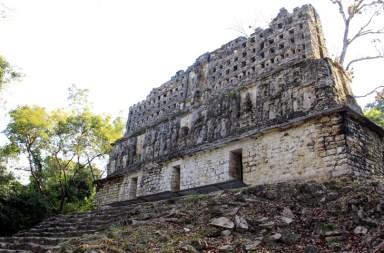 Lluvia ácida acaba con patrimonio maya en México
