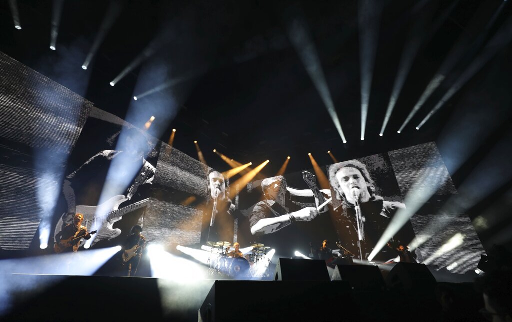 Soda Stereo inicia gira con concierto cargado de nostalgia