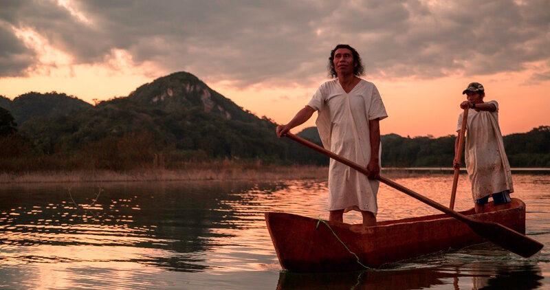 Rescatan y documentan construcción de canoas lacandonas en Metzabok