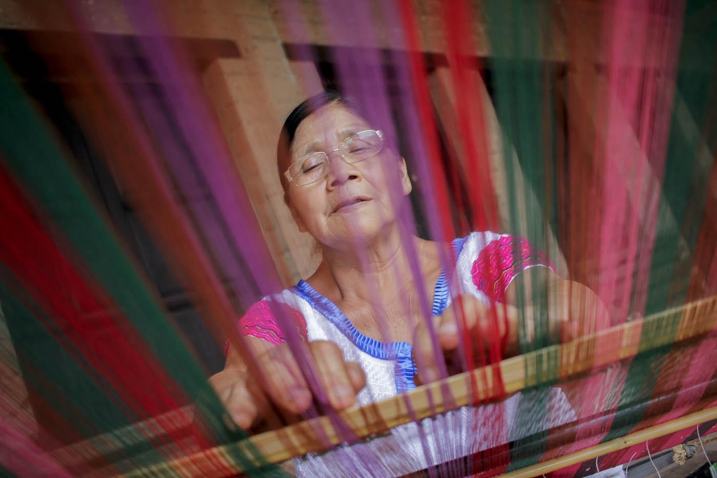 Reconoce Forbes labor de la artesana tsotsil Carmen Vázquez