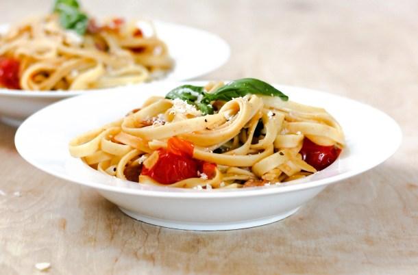 Cherry Tomato Prosciutto Fettuccine by Diverse Dinners