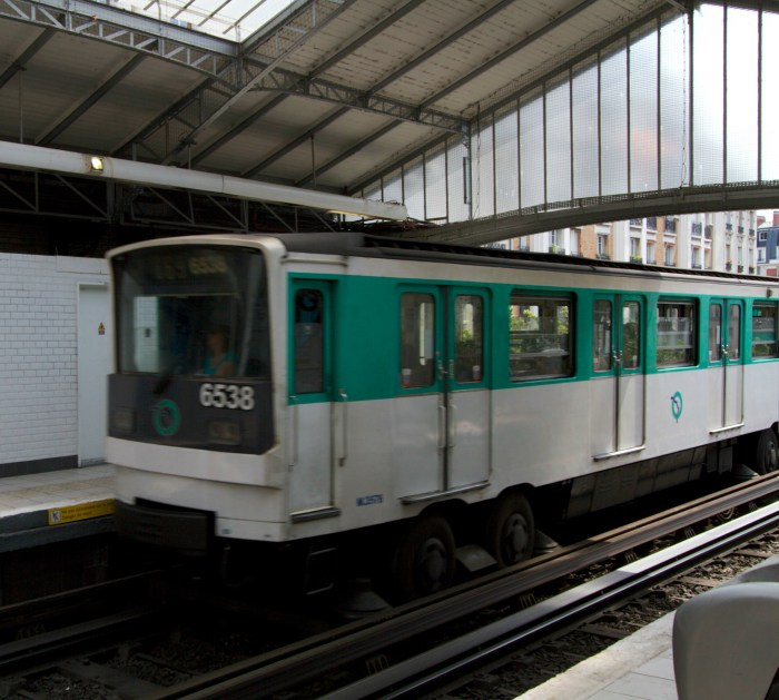 Paris Metro (copyright diverselittleeater.com)