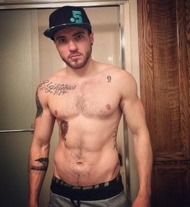 Aydian Dowling é o homem trans operado que deixou a internet com água na boca ano passado quando recriou a capa da revista Rolling Stone com Adam Levine.