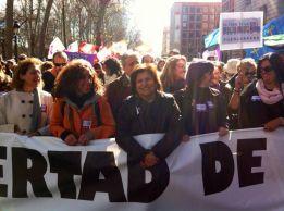 Nuestra compañera Julia Martinez en la pancarta de cabezara, en el centro de la foto