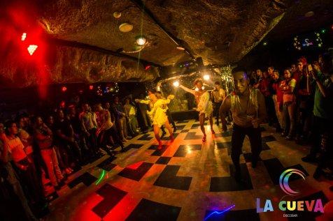 la cueva discoteca gay san borja 04