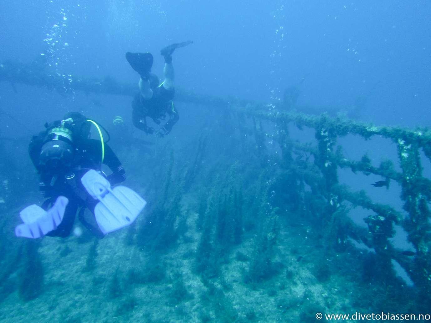 Dykkere, akterdekk (PADI Dypdykker-kurs)