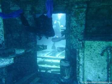 Dør, dykker, maskinrom