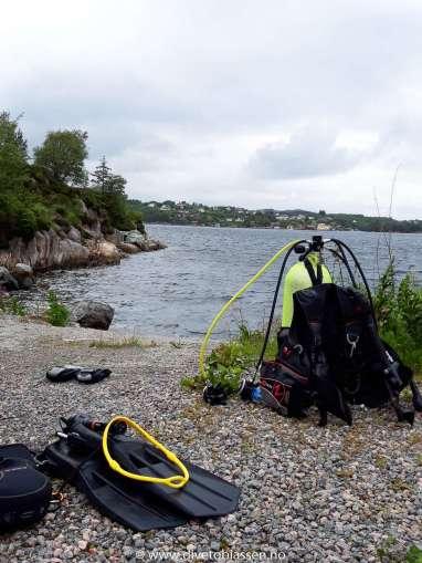 Kallestad, (Skylling av dykkerutstyret)