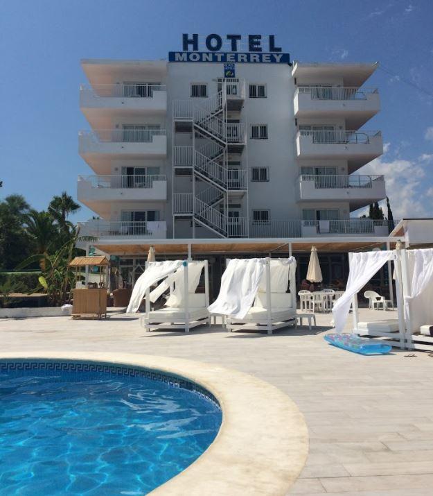 Zona de piscina del Hotel Monterrey (Ibiza)