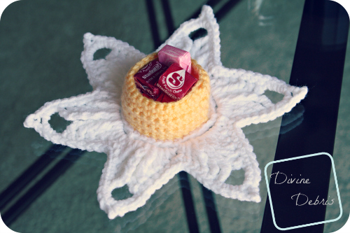 Darling Daffodil Candy Holder (free) crochet pattern by DivineDebris.com
