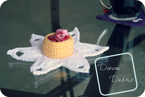 Darling Daffodil Candy Holder free crochet pattern by DivineDebris.com