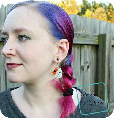 Sally Skulls Earrings: a free crochet pattern by DivineDebris.com