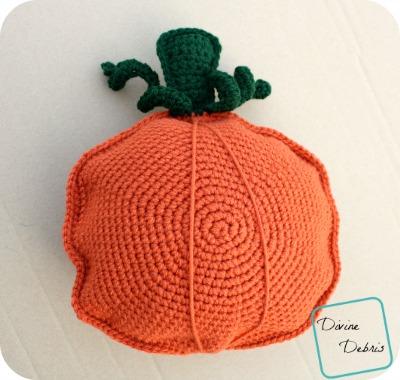 Pauline Pumpkin Pillow free crochet pattern by DivineDebris.com