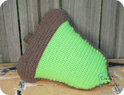 Squeezable Acorn Ami crochet pattern by DivineDebris.com