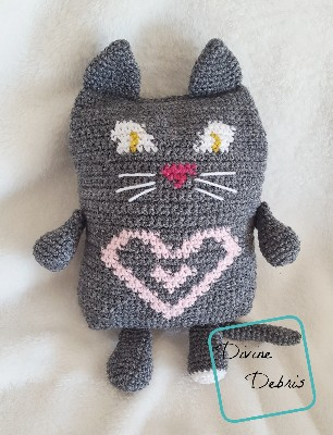 Sweetheart Cat Ami crochet pattern by Divine Debris
