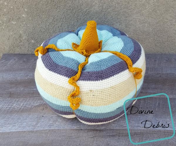 Big Ol' Pumpkin free crochet pattern by DivineDebris.com