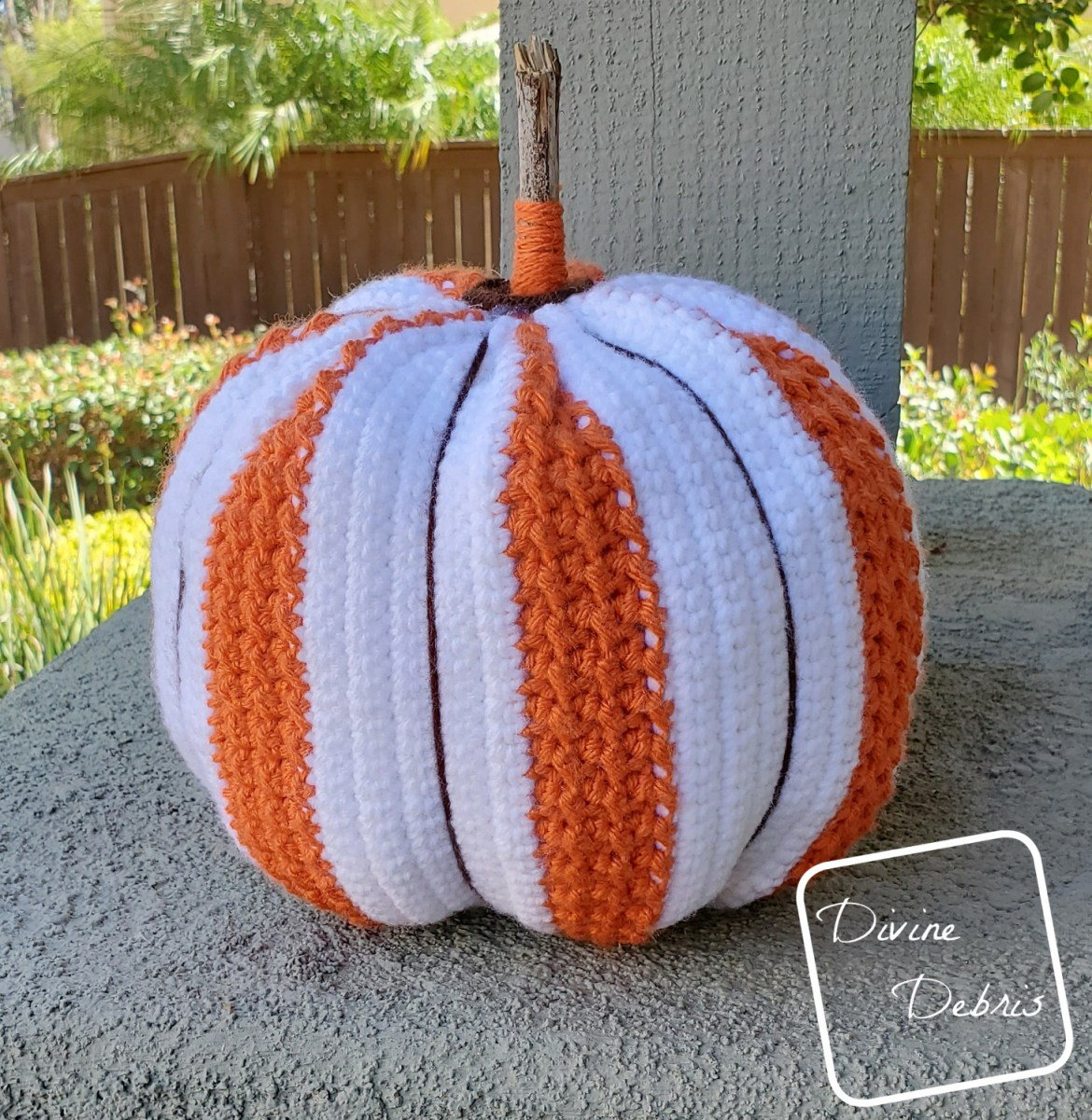 Hanging Around the Pumpkin Patch – Free Simple Striped Pumpkin Crochet Pattern
