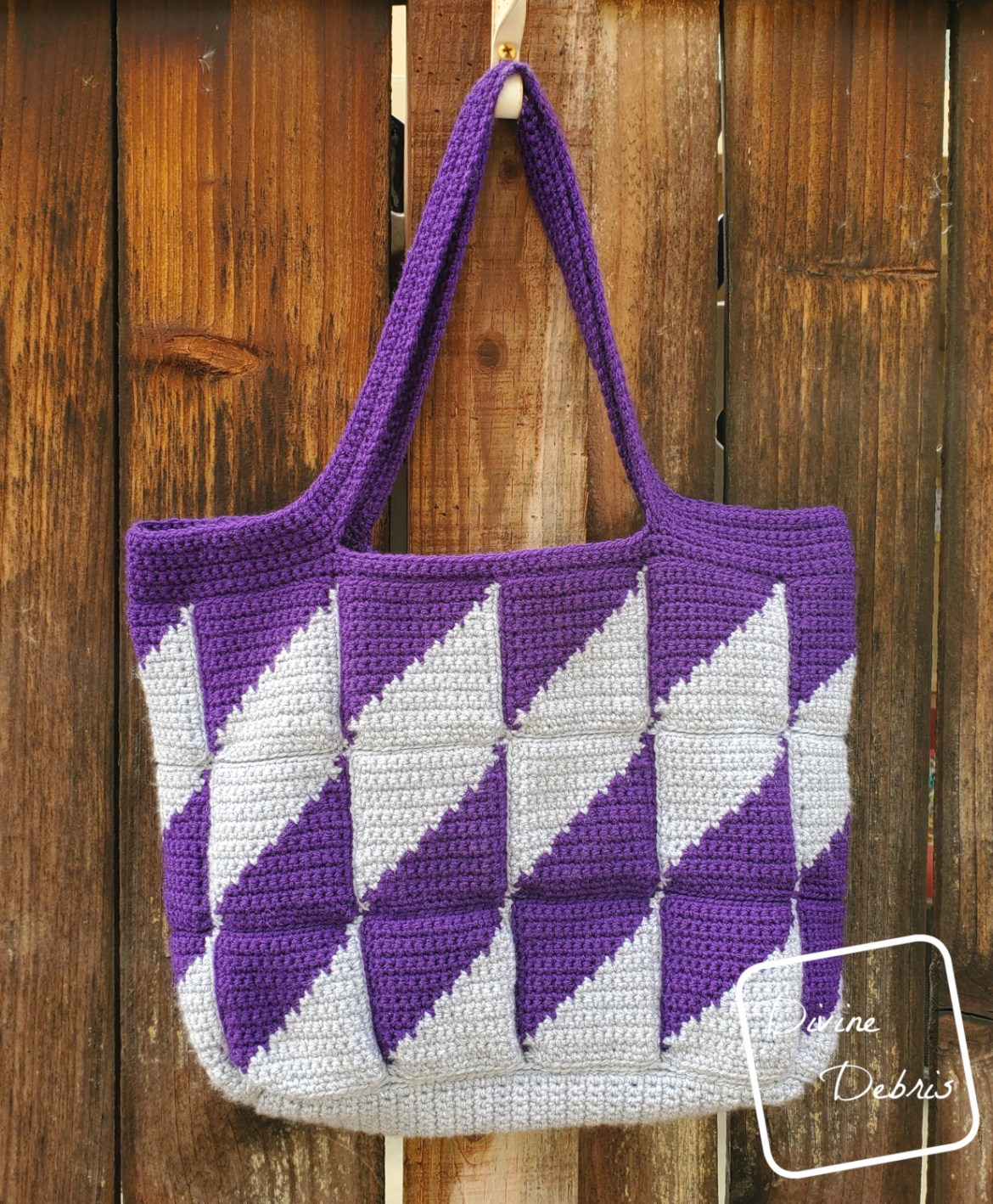 This Bag is Positively Divine, the Divine Diamonds Bag free crochet pattern