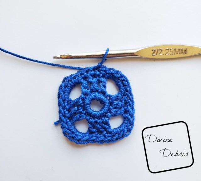 Courtney Earrings crochet pattern photo tutorial: Rnd 4