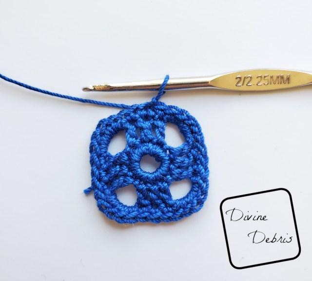 Courtney Earrings crochet pattern photo tutorial: Rnd 4