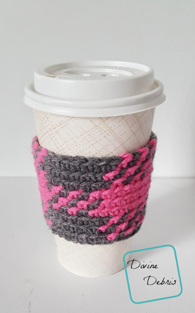 The Pretty in Gingham Mug Cozy free crochet pattern by DivineDebris.com