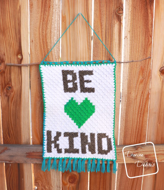 Learn to make the mini c2c home wall decoration, the Be Kind Wall-Hanging, from free graph crochet pattern on DivineDebris.com