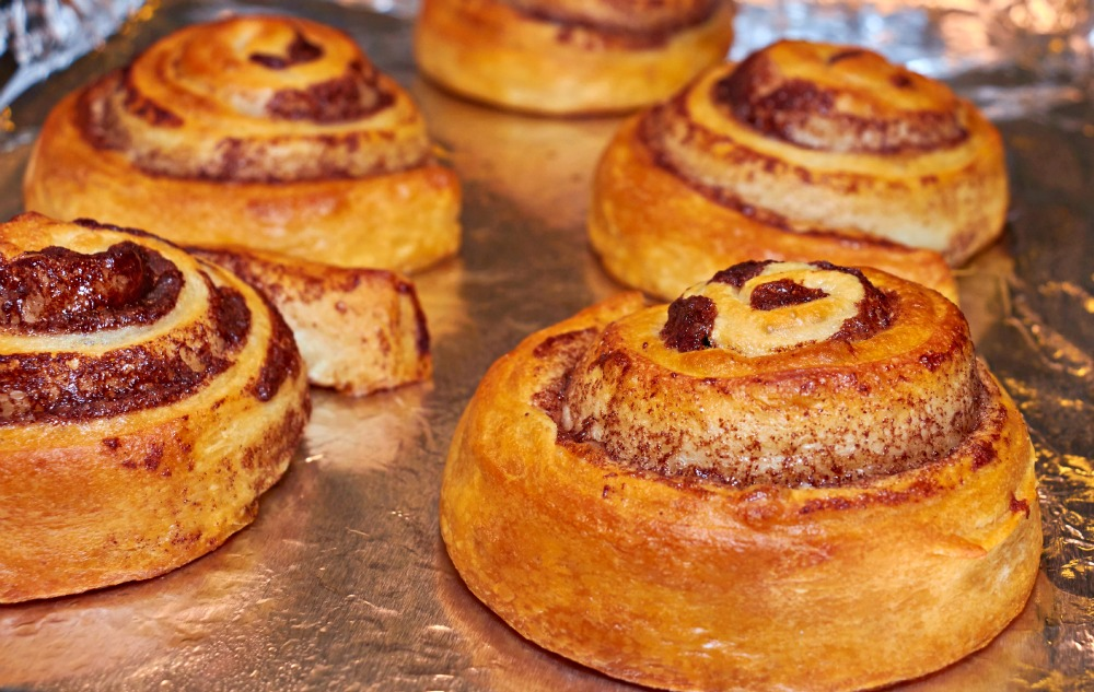 How to Make Sundays Even Better #CinnamonRollSaturday